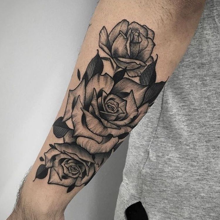 穆先生小臂黑灰玫瑰纹身图案