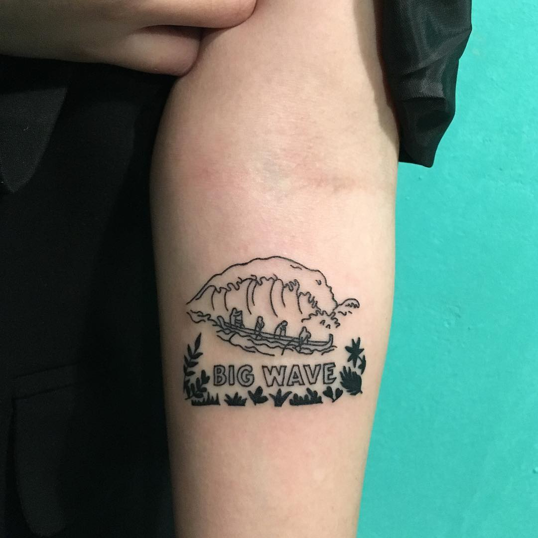 辛小姐小臂海浪英文字纹身图案